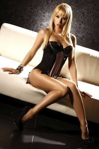 Jana Blonde Escort